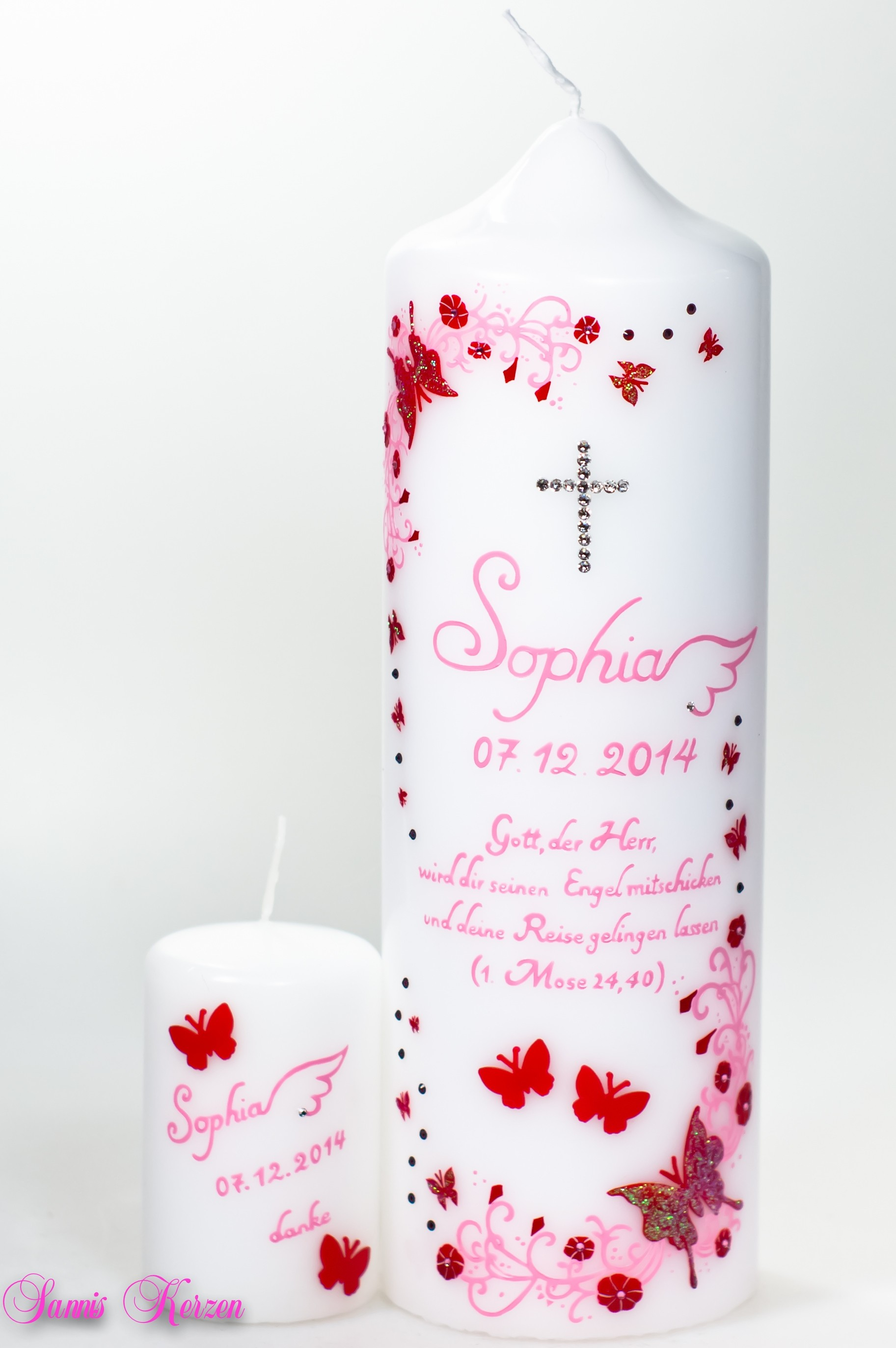 """Taufkerze """"glitzernde Schmetterlinge""""  mit Spruch in weiß in der Farbe weiß  für nur 58,00€"""