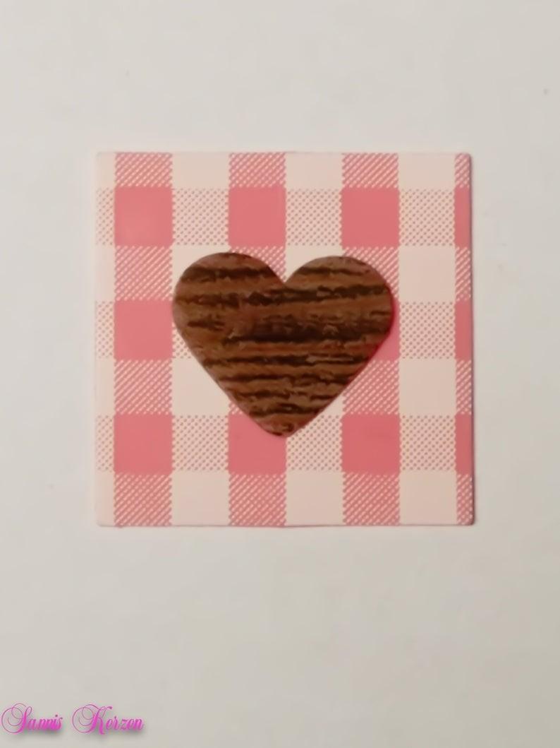 freie Farbwahl Wachs-Quadrat mit Herz rustikal kariert Holz für nur  2,50€